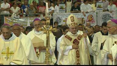 Novo arcebispo da Paraíba celebra primeira missa com fiéis no ginásio Ronaldão - Dom Delson tomou posse no sábado como o sétimo arcebispo da região metropolitana de João Pessoa.
