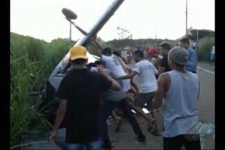 Duas pessoas ficaram feridas em queda de avião monomotor em Parauapebas - A aeronave caiu em uma área residencial.