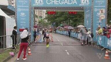 Paul Kipkemoi e Tatiele de Carvalho vencem o 32º 10 KM Tribuna FM - Queniano conquista bicampeonato e brasileira quebra hegemonia africana entre as mulheres. Competição reúne 20,6 mil corredores em Santos