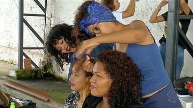Cabelo cacheado é tema de encontro em Corumbá, MS - Um grupo de mulheres se reuniu para discutir a importância da aceitação do próprio cabelo para a autoestima.