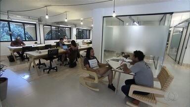 Profissionais dividem espaço de trabalho com outros empreendedores para diminuir custos - Isso tem acontecido mesmo em formatos diferentes de trabalho, principalmente com consultores e autônomos.