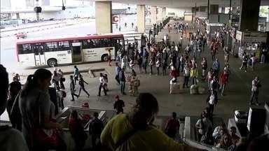 Empresas pagam salário e rodoviários suspendem greve que deixou 1 milhão sem transporte - A manhã desta quarta-feira (24) foi difícil para quem depende do transporte público. Quatro das cinco empresas de ônibus que operam no DF pararam na manhã desta quarta.