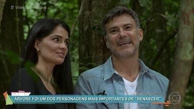 Leonardo Vieira e Patrícia França se emocionam em reencontro - Os intérpretes de José Inocêncio e Maria Santa, da novela 'Renascer', voltam a um local muito emblemático da trama