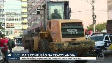 Moradores impedem máquina de derrubar muro na Cracolândia - Manhã desta quarta-feira (31) foi de confusão na região da Cracolândia.