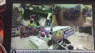 Câmeras registram assalto em loja de Itacoatiara, no AM - Crime ocorreu no município.