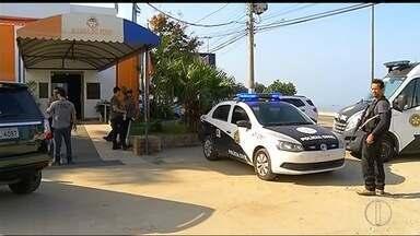 Operação da Delegacia de Homicídios cumpre mandados contra vereador de Iguaba, no RJ - Diligências são feitas na casa do vereador Jefferson Ferreira Martini (PTC) e na Câmara nesta quarta-feira (31).