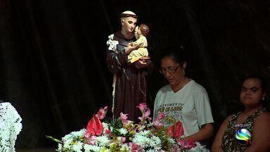 Católicos celebram trezenário de Santo Antônio - Católicos celebram trezenário de Santo Antônio.