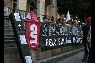 Vigília lembra das dez mortes em Pau D'Arco, uma semana após a operação policial - O ato foi concentrado em frente ao Tribunal de Justiça do Estado do Pará, na avenida Almirante Barroso. Manifestantes cobram providências e a responsabilização pelas mortes.