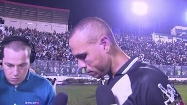 Luis Fabiano sai de campo aplaudido mas fica abatido para dar entrevista - Luis Fabiano sai de campo aplaudido mas fica abatido para dar entrevista