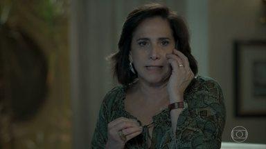 Heleninha pede que Yuri vá direto para casa após o evento - Yuri não consegue escutar a mãe