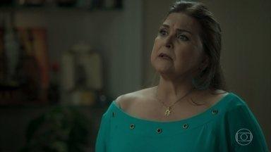 Aurora alerta Bibi sobre Rubinho - Bibi não aceita as desconfianças da mãe