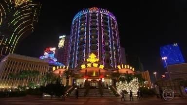 Cassinos transformam Macau em um dos lugares mais ricos do mundo - Em Macau funcionam alguns dos mais luxuosos cassinos do planeta. Eles arrecadam muito mais do que os famosos cassinos de Las Vegas.