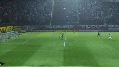 Em 2013, debaixo de muita chuva, VItória e Atlético-MG empataram por 1 a 1 - Neto Berola marcou o gol atleticano