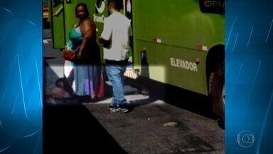 Mulher fica ferida ao desembarcar de ônibus em Contagem, na Grande BH - Ela teria ficado presa na porta do coletivo, que arrancou.
