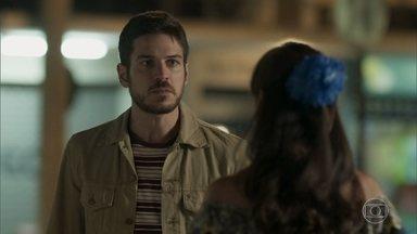 Zeca avisa a Edinalva que processará Ritinha - Abel conta para Jeiza os planos de Zeca, e a policial decide ir atrás do ex-noivo