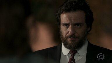 Caio muda de ideia e decide defender Rubinho - Advogado procura Bibi, que se emociona