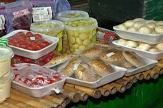 Feiras noturnas conquistam moradores do Alto Tietê - Suzano e Mogi das Cruzes contam com feiras no período da noite. Atrações oferecem alimentos prontos e hortaliças.