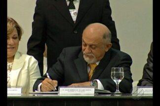TSE suspense julgamento de recurso da defesa do governador Simão Jatene - Defesa impetrou recurso junto ao Tribunal Regional Eleitoral do Pará contra a sentença que cassou o mandato dele, no dia 30 de março deste ano.