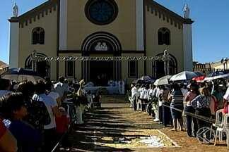 Fiéis celebram Corpus Christi em Uberaba - Celebração foi realizada na Praça da Abadia. Confira os detalhes.