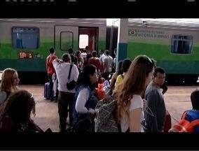 Estação ferroviária de GV fica movimentada durante feriado - Muitas pessoas preferiram evitar o trânsito nas estradas.