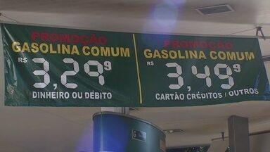 Preço da gasolina cai e consumidores ficam animados com a redução - A tendência é de redução do valor nas bombas.