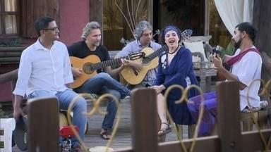 Camerata Caipira traz a diversidade da cultura popular brasileira através da música - O grupo, que está há cinco anos na estrada, trabalha ritmos tradicionais de vários lugares do Brasil.