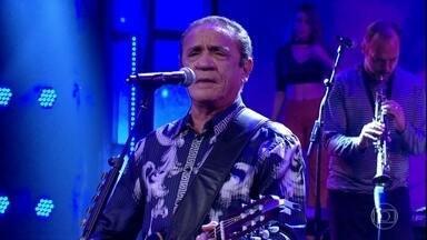 Zé Ramalho canta 'Mistérios da Meia-Noite' - Confira a apresentação do cantor no palco do Domingão