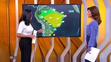 Frente fria deve chegar ao Sudeste nesta segunda-feira (19) - Já está chovendo entre o Rio Grande do Sul e Santa Catarina. Confira a previsão do tempo para todo país.