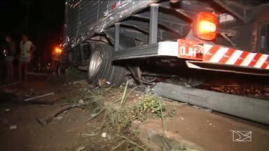Acidentes de trânsito causam transtornos no abastecimento de energia na Região Tocantina - Ficar sem energia elétrica é sempre um problema. E na Região Tocantina aumentam os casos em que o fornecimento de energia elétrica fica suspenso por causa de acidentes de trânsito com postes.