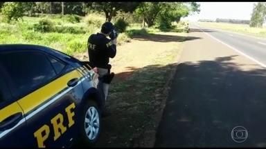 Polícia Rodoviária multa mais de 65 mil motoristas no feriado de Corpus Christi - O balanço ainda não foi fechado, mas já ultrapassa o número do ano passado. O excesso de velocidade e as ultrapassagens perigosas são as infrações mais comuns.