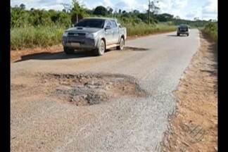 População denuncia buraqueira na PA-279, no sudeste do Pará - Em alguns pontos, motoristas têm que sair da pista para fugir dos buracos.