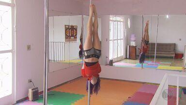 Mexa-se: pole dance é opção de exercício físico para quem não gosta muito de academia - Mexa-se: pole dance é opção de exercício físico para quem não gosta muito de academia