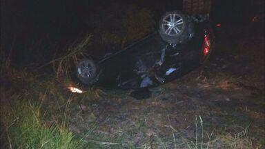 Jovem morre ao capotar o carro na Avenida do Contorno em Varginha - Jovem morre ao capotar o carro na Avenida do Contorno em Varginha
