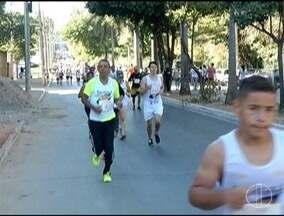 Corrida da casa Miguel Rego Alencar é realizada em Montes Claros - Concentração foi no Parque Municipal de Montes Claros.