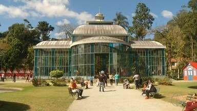 Decoração da Bauernfest de Petrópolis, RJ, começa a ser montada no Centro Histórico - Confira a seguir.