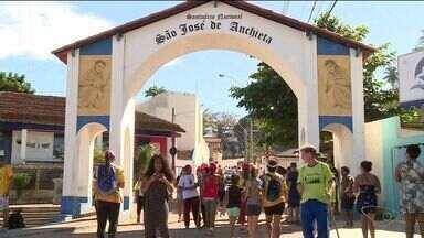Fieis completam caminhada de 100 quilômetros nos Passos de Anchieta, no ES - Eles saíram de Vitória e chegaram ao Santuário, em Anchieta.