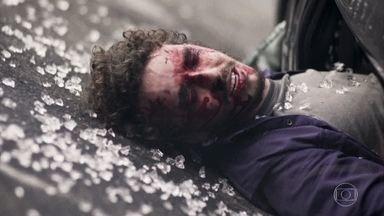 Cláudio sofre um acidente de carro - Ivana se desespera