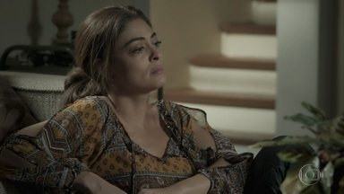 Bibi diz para Aurora que precisa conseguir um emprego - Estudante explica para a mãe que Rubinho precisa contribuir com algo para permanecer na cela em que está preso