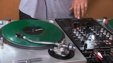 Movimento Hip Hop - Através da cultura do hip hop, um projeto social leva educação e diversãopara os jovens da cidade.