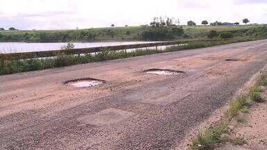 Barragem abandonada preocupa moradores de Arapiraca - Estrutura de ponte que fica sobre a barragem está comprometida, e segundo moradores da região, pode romper.