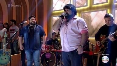 César Menotti e Fabiano cantam 'Fogão de Lenha' - Dupla se apresenta no palco do 'Encontro'