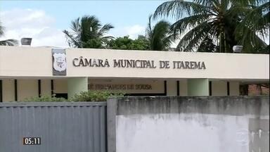 Polícia descobre duas plantações de maconha em Belo Horizonte (MG) - Elas tinham toda a infraestrutura para o cultivo da droga.Três pessoas foram presas. Em Mairinque, São Paulo, a polícia apreendeu a droga já processada e foi uma grande quantidade de maconha: duas toneladas.