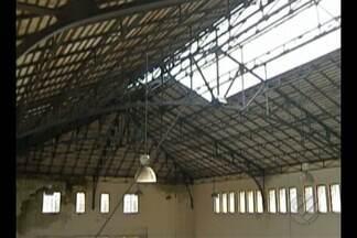 Parte do telhado do mercado de São Brás é arrancada após forte chuva em Belém - Ocorrência revela cenário de abandono de um patrimônio histórico da capital.