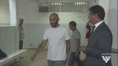 TJ-SP rejeita recurso e ex-goleiro Edinho pode voltar a ser preso - Advogado do ex-goleiro terá que apresentar novos embargos até segunda-feira (3) para impedir a prisão de Edinho