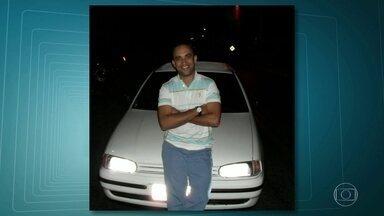 Policial militar morre baleado durante patrulha em Duque de Caxias - O sargento Olívar Teixeira dos Santos, de 43 anos, foi assassinado quando patrulhava a comunidade Vai Quem Quer, em Duque de Caxias. Ele levou um tiro no rosto.