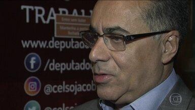 Deputado dorme na cadeia e de dia dá expediente no gabinete - Celso Jacob perdeu os direitos políticos, mas o voto dele é válido em qualquer votação na Câmara.