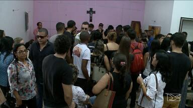 Continua foragido suspeito de matar estudante maranhense em Brasília - Segundo testemunhas, o estudante de direito Lucas Albo esperou o maranhense Yago Linhares na saída de uma festa e atirou contra ele à queima-roupa.