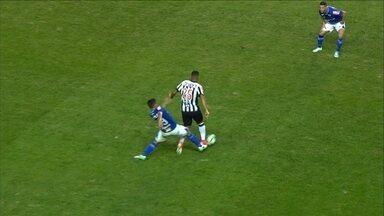 Robinho se machuca no clássico e é substituído aos 24 minutos do segundo tempo - Robinho se machuca no clássico e é substituído aos 24 minutos do segundo tempo