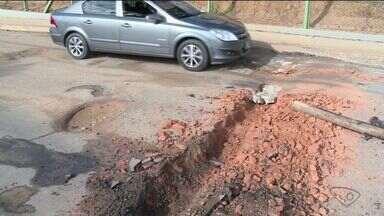 Bairro em São Mateus está quase isolado por causa de buracos - Moradores chegaram a protestar no final de semana.