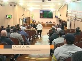 Motoristas da UBER pedem regulamentação do serviço - Grupo esteve na câmara de vereadores de Caxias do Sul, RS, esta manhã (04).